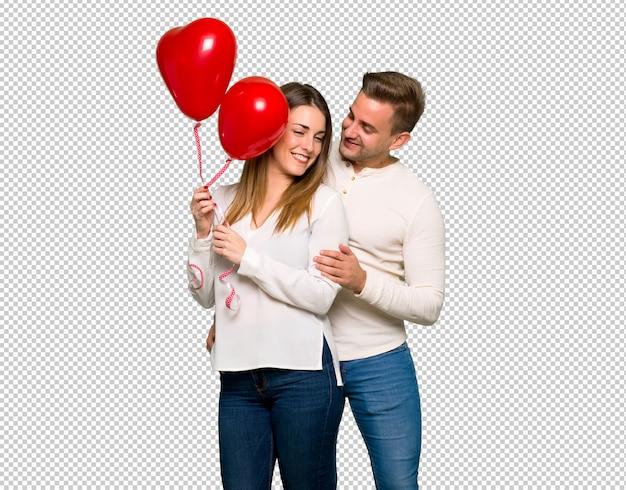 Paar im valentinstag mit ballons mit herzform