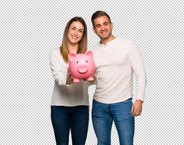 Paare am valentinstag, der ein piggybank hält