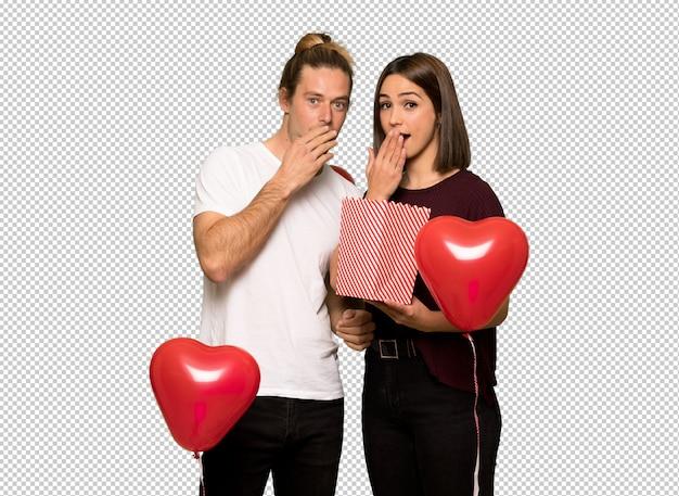 Paare am valentinstag popcorn essend