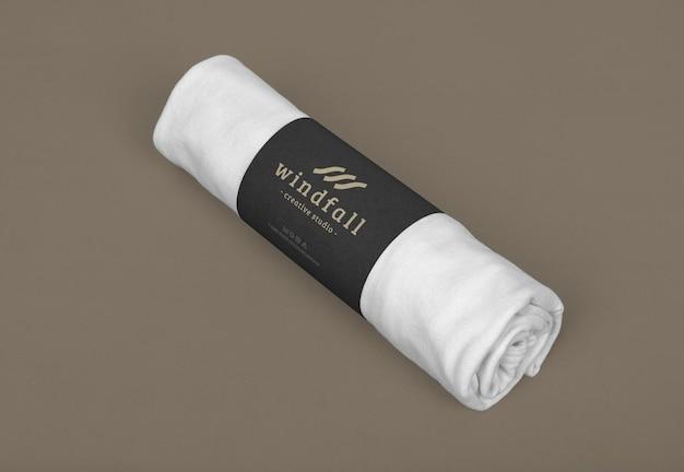 Paket mit t-shirt roll mockup design