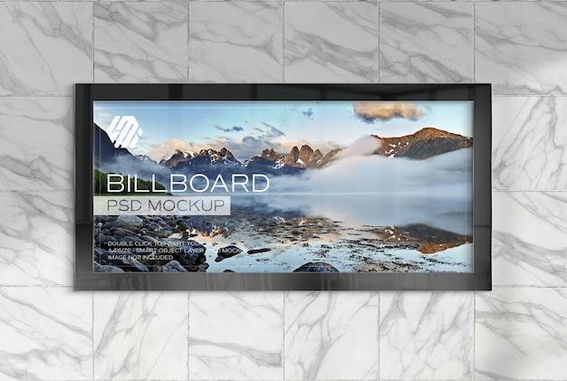 Panorama-reklametafel an der wand des u-bahnhofs mockup