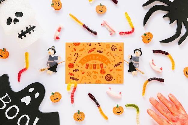 Papierabdeckungsmodell mit halloween-konzept