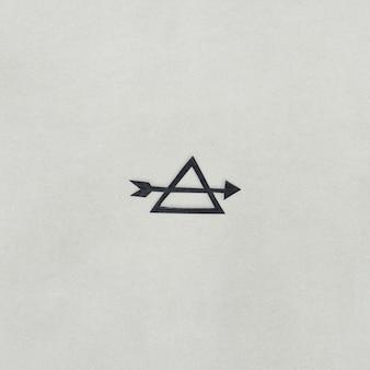 Papierhandwerksdesign des pfeiles und des dreiecks