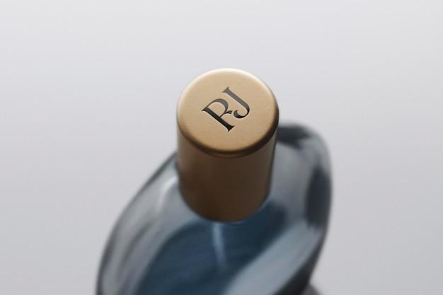 Parfüm-flaschenverschluss mit logo-mockup