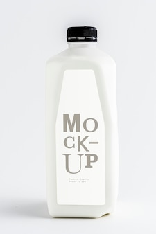 Pasteurisierte milch im plastikflaschenmodell