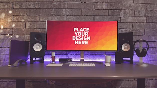 Pc-monitoranzeige auf einem tisch