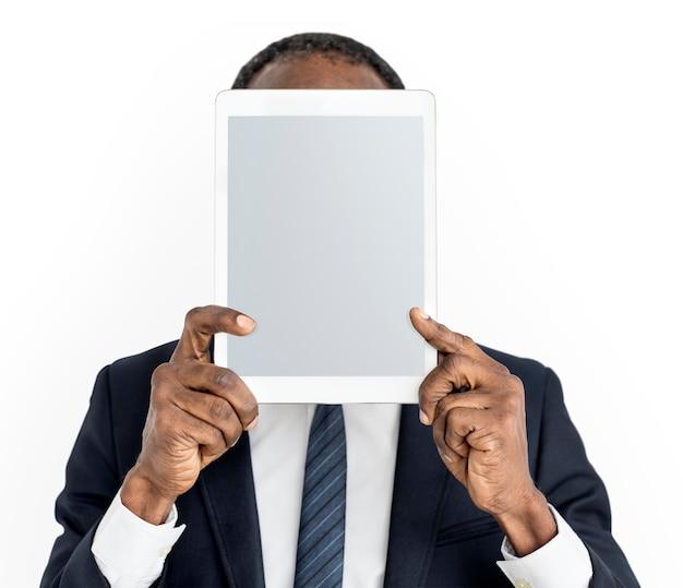 Person, die tabletten-gesichts-konzept hält