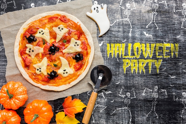 Pizza-leckerei für halloween-party