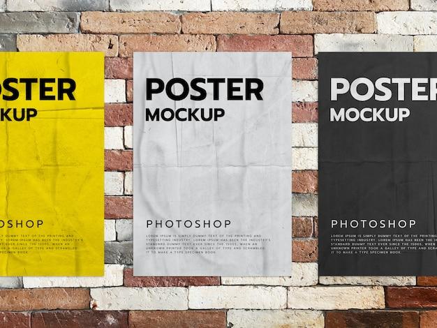 Plakate auf einem backsteinmauerhintergrund