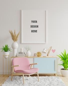 Plakatmodell mit vertikalen rahmen auf leerer weißer wand im wohnzimmerinnenraum mit rosa samtsessel. 3d-darstellung