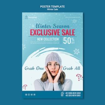 Plakatschablone für winterverkauf mit frau und schneeflocken