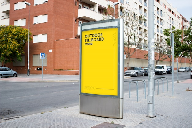 Plakatwand im freien in der stadt