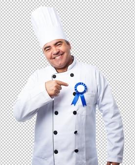 Porträt eines kochmannes, der eine isignie trägt