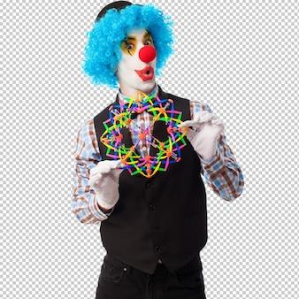 Porträt eines lustigen clowns, der mit einem spielzeugball spielt
