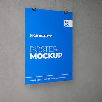 Poster über kopf mit clips-modell