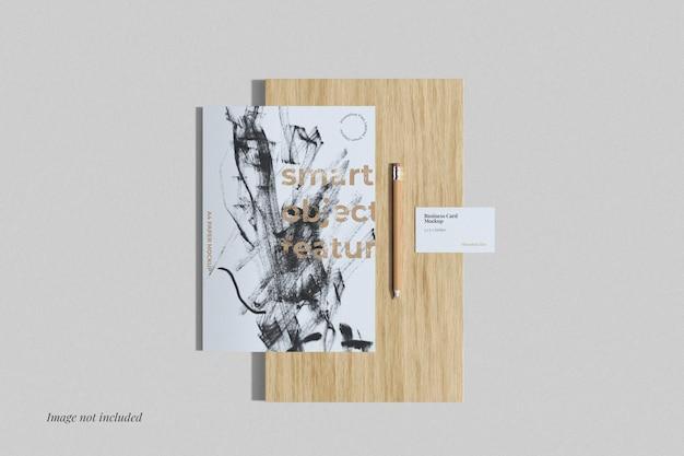 Poster und visitenkarte mockup draufsicht
