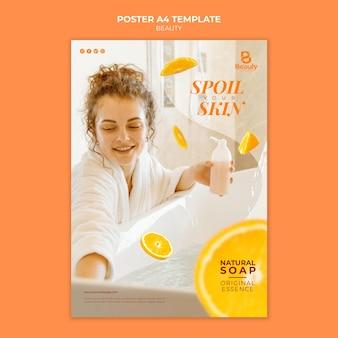 Postervorlage für home-spa-hautpflege mit frau und orangenscheiben