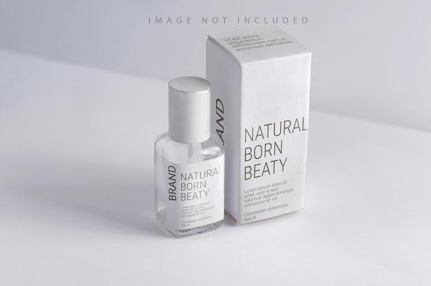 Produktverpackung aus glas parfümflasche und weiße geschenkbox