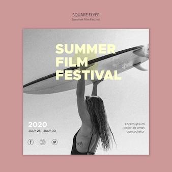 Quadratische flyer-vorlage des surf- und sommerfilmfestivals
