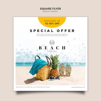 Quadratische flyer-vorlage für ananas und flip-flops