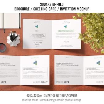 Quadratische zweifach gefaltete broschüre oder grußkartenmodell von drei