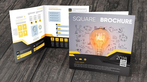Quadratisches broschürenmodell auf holzoberfläche