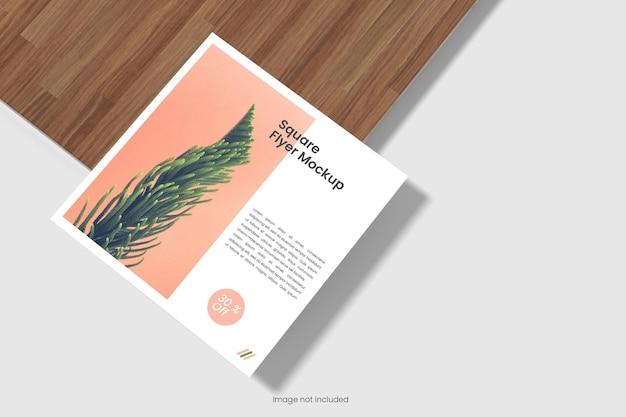 Quadratisches flyer-mockup-design isoliert