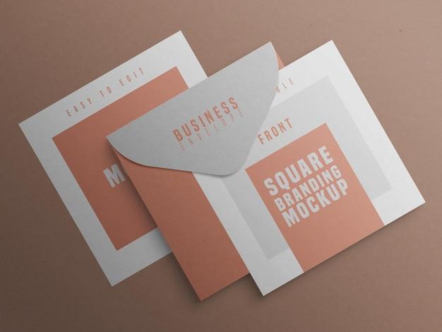 Quadratisches markenmodell mit visitenkarte und umschlag
