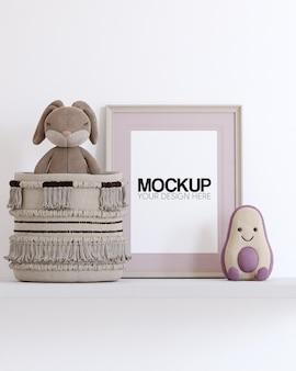 Rahmenmodell mit kinderspielzeugdekorationen