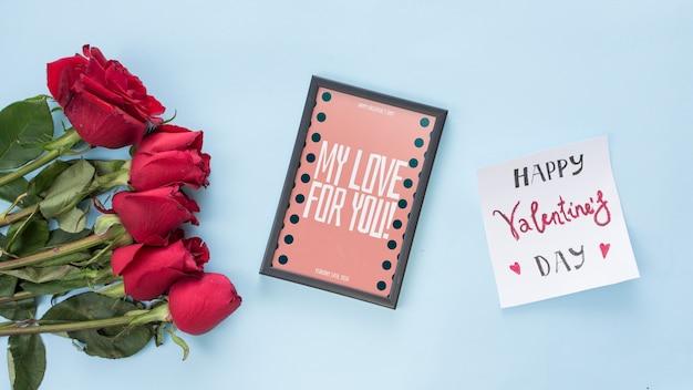 Rahmenmodell mit rosen für valentinsgrußtag