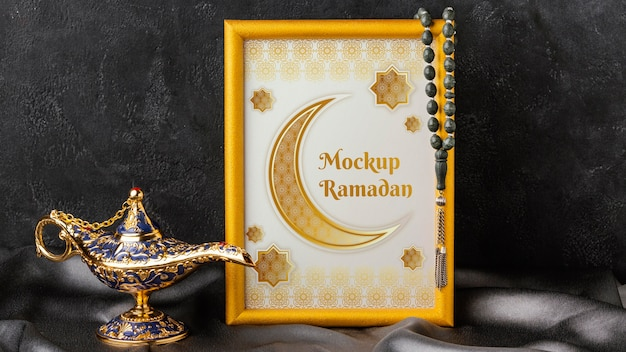 Ramadan kareem goldener rahmen und lampe