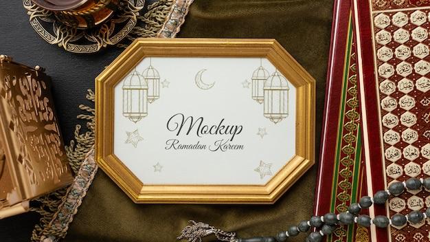 Ramadan-modell mit goldenem rahmen