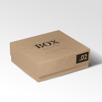 Realistischer karton auf einem weißen modell