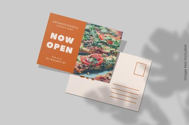 Realistischer postkartenmodellentwurf mit schattenüberlagerung
