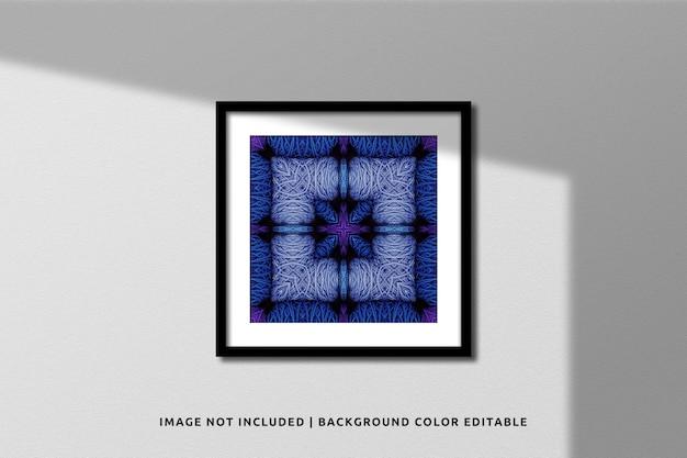 Realistisches black square fotorahmen-modell an der wand