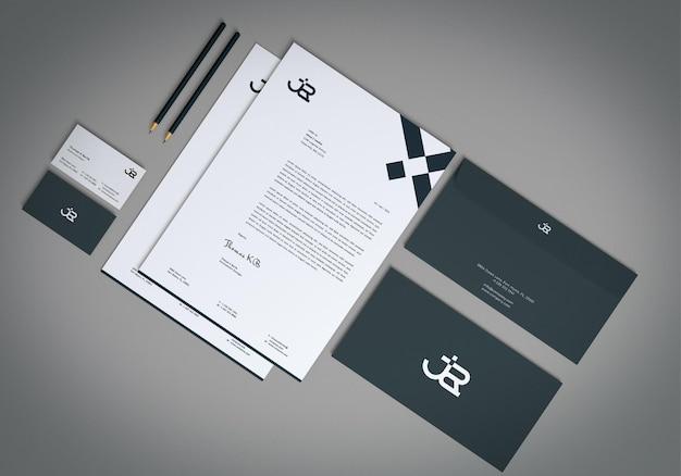 Realistisches briefpapier-mockup in draufsicht