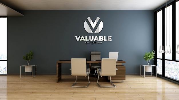 Realistisches firmenlogo-modell im büroleiterraum aus holz
