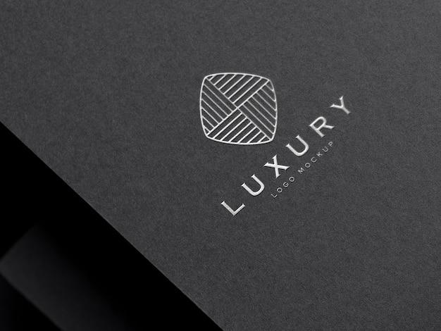 Realistisches silber-geprägtes luxus-logo-modell