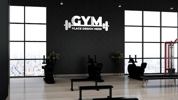 Realistisches silbernes fitnessstudio-logo-mockup im fitnessbereich für den trainingsraum für sportler
