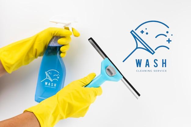 Reinigungsservice und schutzhandschuhe waschen