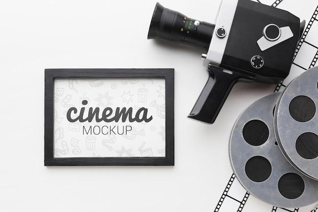 Retro-kamera und modell im rahmen