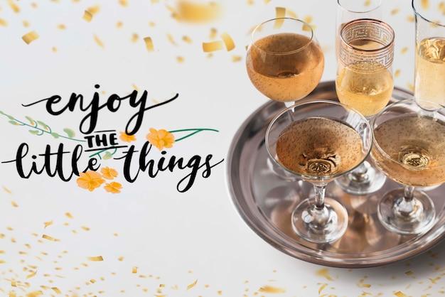 Romantische einrichtung mit champagner zum valentinstag