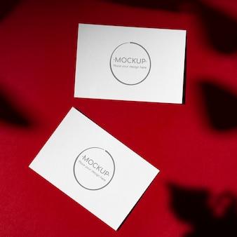 Rote karten mockup mit schatten