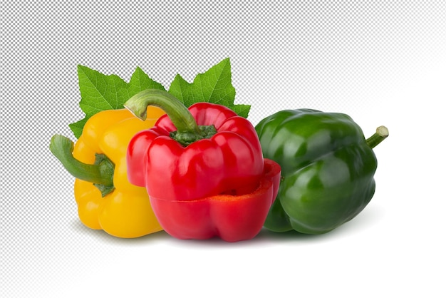 Rote paprika grüne paprika und gelbe paprika isoliert auf alpha-hintergrund