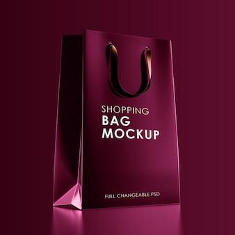 Rotes einkaufstaschenmodell isoliert