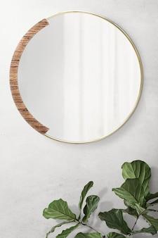 Runder spiegel mit holzhintergrund mit fiedelblatt-feigenmodell