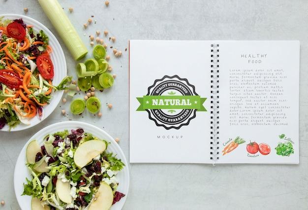 Salate mit notizbuch