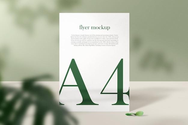 Sauberer minimalistischer a4-papierständer mit blättern