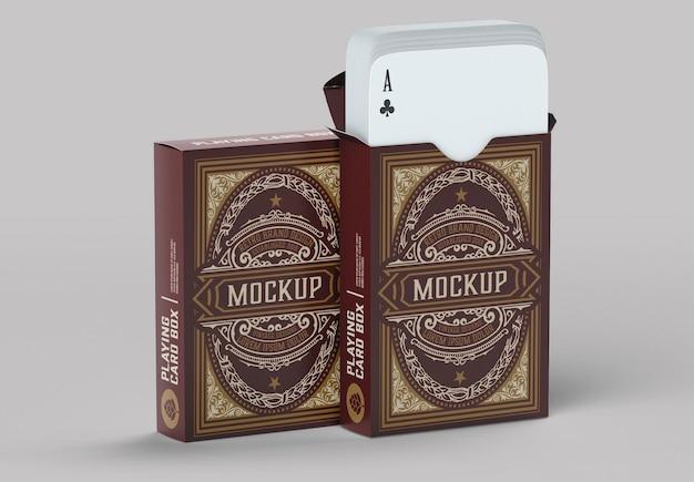 Schachtel mit spielkartenmodell