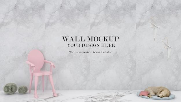 Schlafender hund und rosa stuhl vor modellwand